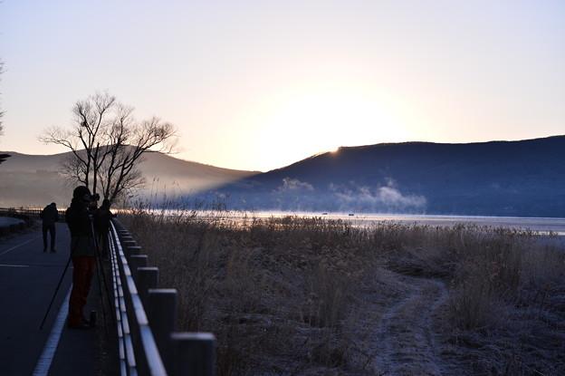 2017年元旦の朝。。気温も上がり朝靄 山中湖畔 20160101