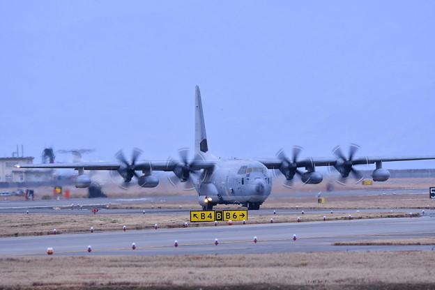 ある日の岩国基地。。帰投したスモウのKC-130空中給油機 20170208