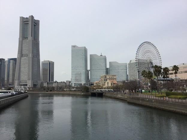 撮って出し。。横浜みなとみらいの休日の風景。。万世橋より 3月18日