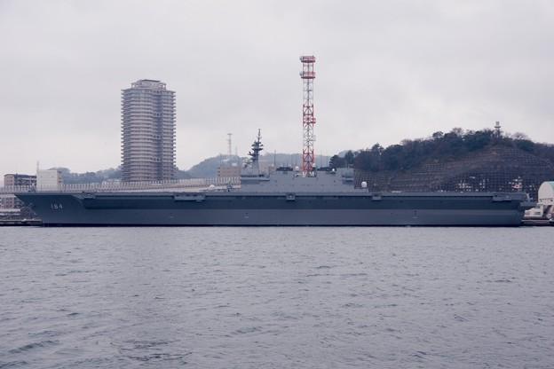 撮って出し。。米軍横須賀基地から見たヘリコプター搭載護衛艦かが 3月26日