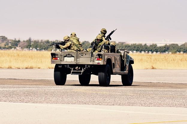 木更津航空祭。。装甲車を下ろして援護へ。。(^^)