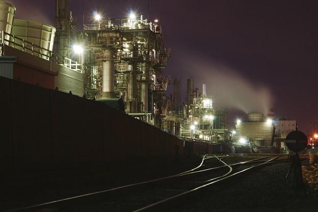 さまざまな表情を見せる夜の工場夜景1。。川崎 20170304