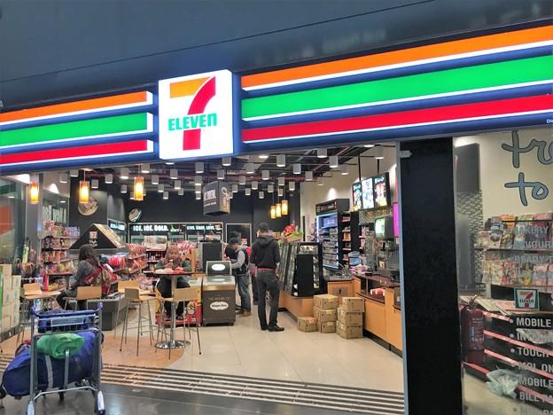 クアラルンプール空港のファミリーマートとセブンイレブン (3)