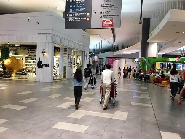 マレーシア クアラルンプール空港で一服 (6)