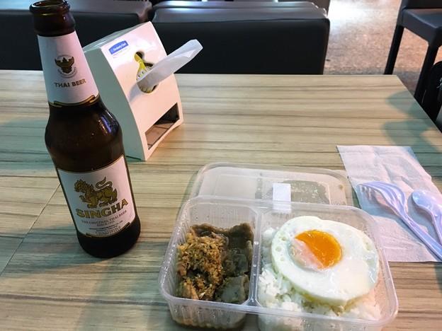 ドンムアン空港のしょぼい朝めし(笑) (2)