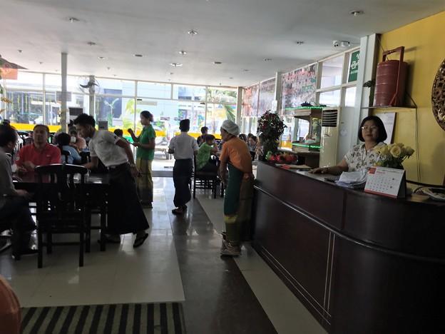 Garmadar Whale sale のレストラン (5)