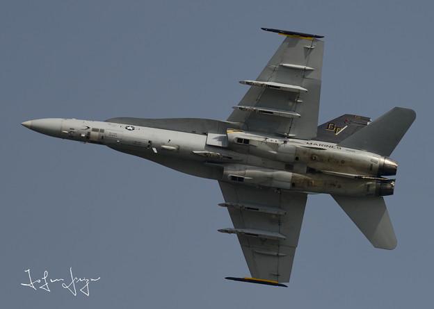 FA-18D下面