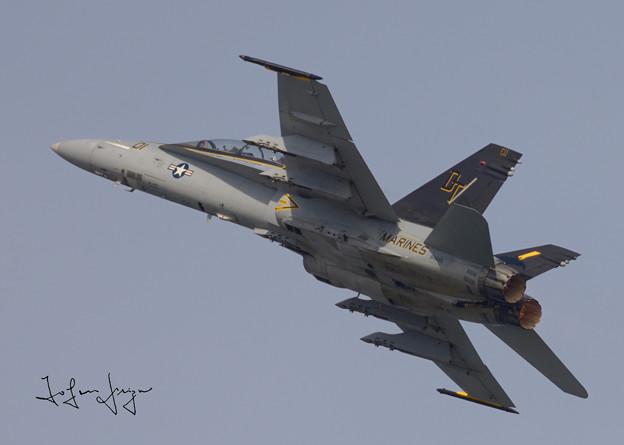 写真: FA-18D対地攻撃デモ上昇