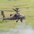 写真: AH-64D30ミリ機関砲射撃