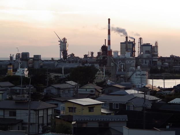 秋田運河と製紙工場