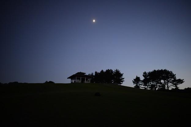 月明かりと薄暮と