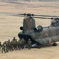 写真: 降下訓練始め1 CH-47