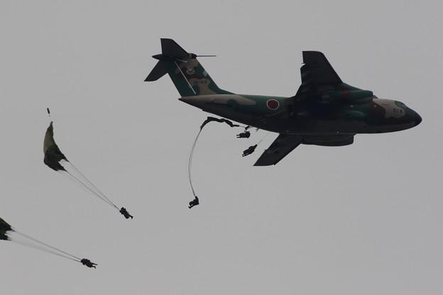 写真: 降下訓練始め3 C-1からの空挺降下