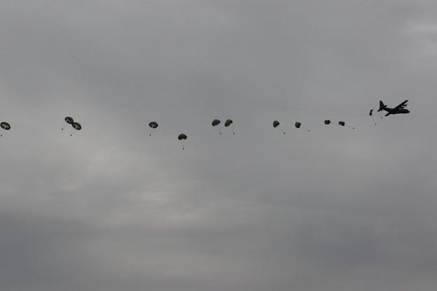 降下訓練始め4 C-130からの空挺降下