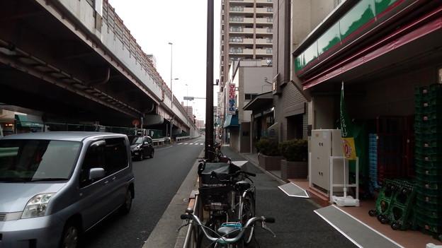 ローソンストア100千住新橋店前にて3