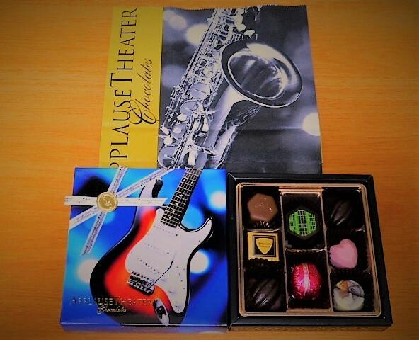 パッケージを彩る楽器たち