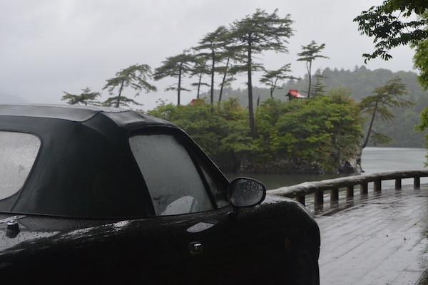 早朝ゆえに迷い込んだ休屋の十和田湖畔