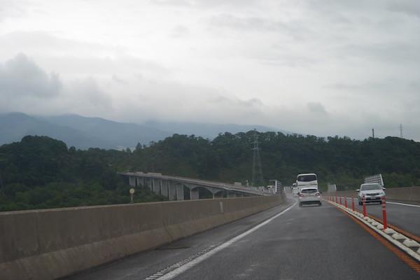高速道路で千歳を目指す
