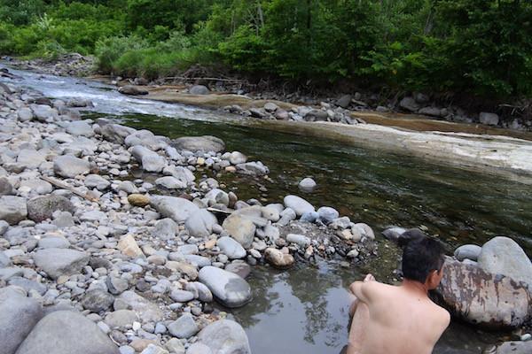 川と一体になっての入浴は他では味わえない貴重な体験