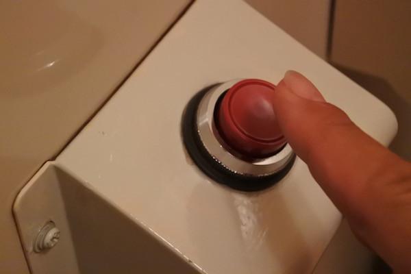 赤いボタンを押すのに抵抗感がある