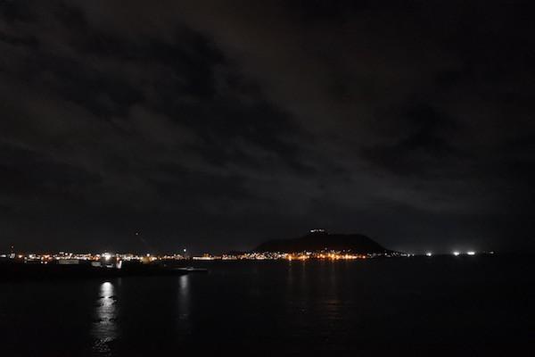 夜景が嫌いな函館山の夜景を望みながら船は出航