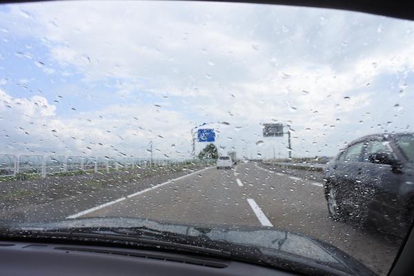 雨に降られるも、オープンのまま乗り切って
