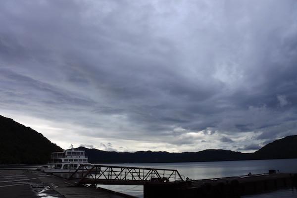 十和田湖では雨が上がってくれました