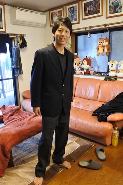私が大学入学式で着たブレザースーツを長男が着てみる