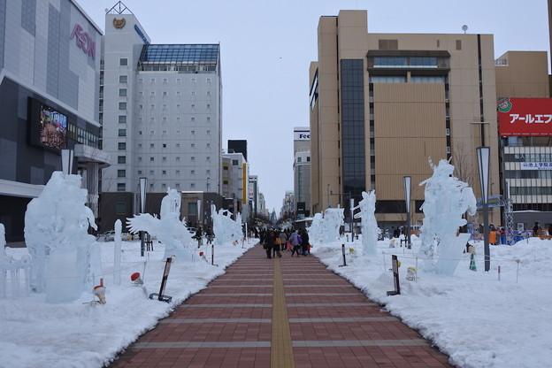旭川でも「冬まつり」で氷像が並ぶ