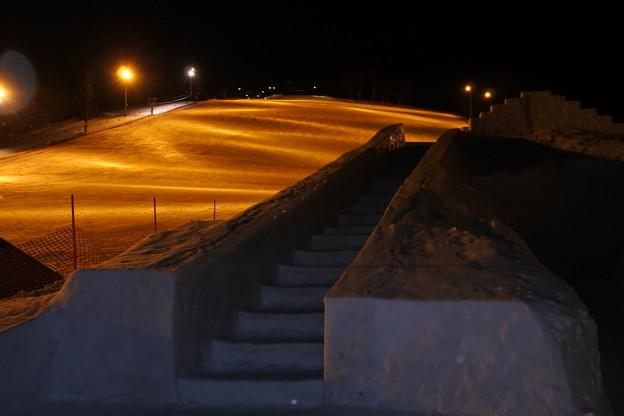 スキー場ではリフトは動いているものの一人も人がいない