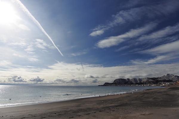対岸に下北半島と津軽半島を臨む海岸