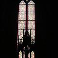 Photos: 祭壇がうつったステンドグラス