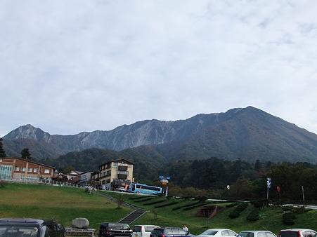 駐車場から見た大山