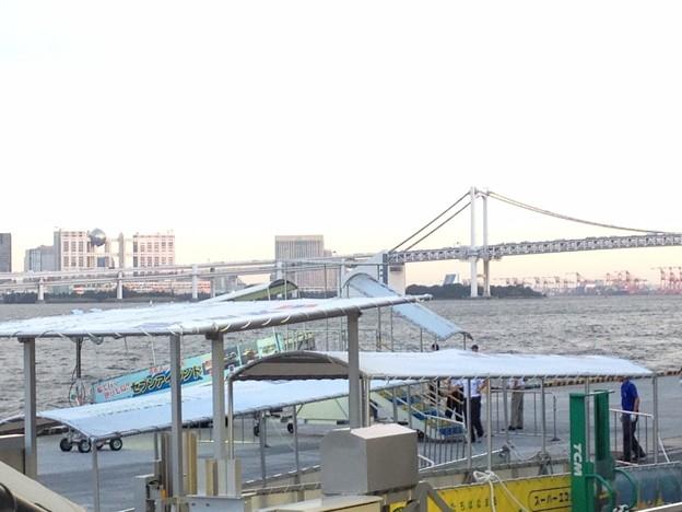 写真: 竹芝桟橋