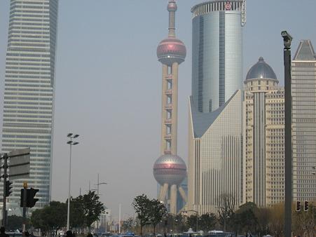 朝の上海TV塔