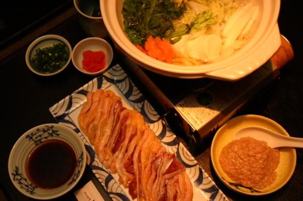 写真: たもいやんせの水炊きは、脂と水を乳化さたスープではなく、余分 な油...