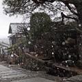 写真: 馬籠宿は雪の中