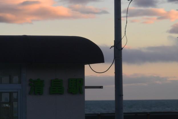 清畠駅の夕暮れ
