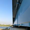通勤橋と月
