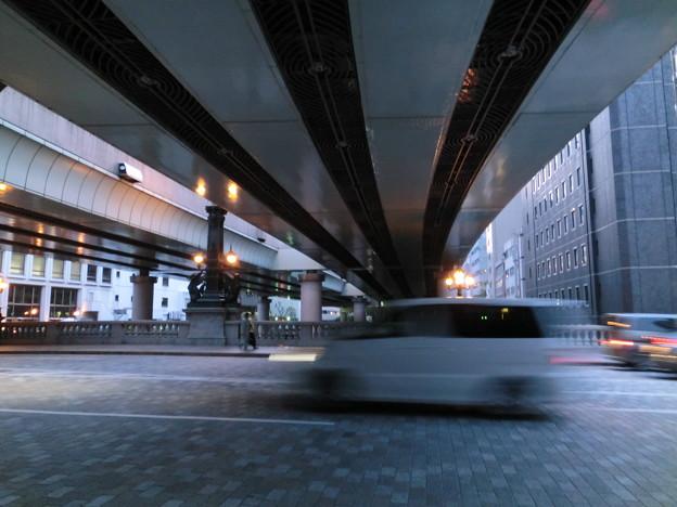 Photos: 日本橋の橋の上に空はない