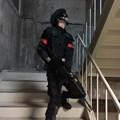 写真: 階段攻略は難しいよR君。