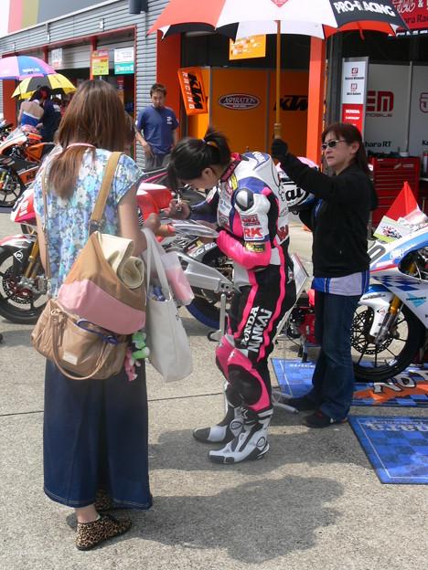 写真: 岡崎静夏 HONDA NSF250R Kohara MFJ 全日本ロードレース J-GP3 SUPERBIKE もてぎ jrr P1340645