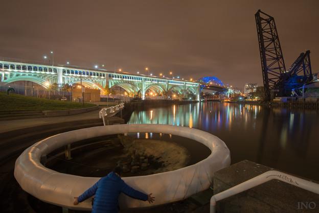 写真: このバルブを回すとあの橋が降りてくるって聞いたんだけど。